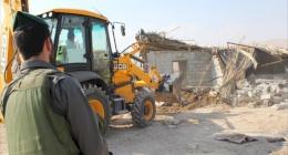 الخليل: قوات الاحتلال تهدم عرائش المزارعين