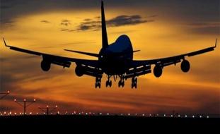 مراهق ينجو من الموت بأعجوبة- تشبث بطائرة على ارتفاع 19 ألف قدم!