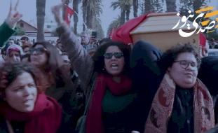 غناء وتصفيق خلال مراسم جنازة ناشطة عربية