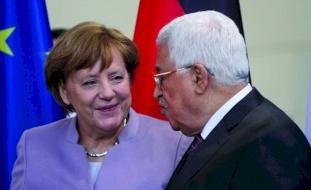 الرئيس عباس يناقش مع ميركل الانتخابات وصفقة القرن