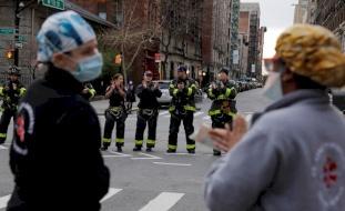 أمريكا تئن بسبب كورونا: إصابات تتخطى ربع مليون وأكثر من 6 آلاف وفاة