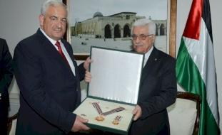 الرئيس عباس يهاتف مدير عام الأمن الوقائي ويشيد بجهود المؤسسة الأمنية