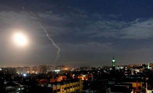 إسرائيل تستغل أزمة كورونا لتصعيد الهجمات ضد إيران بسورية