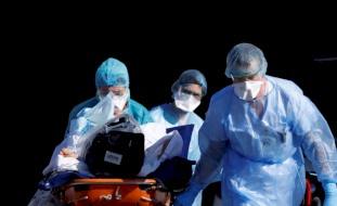 """""""تأثير غامض"""" لفيروس كورونا يحير الأطباء.. ويفتك بصمت"""