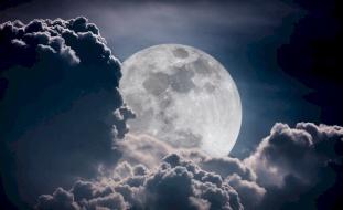 آخر ظهور للقمر العملاق هذه السنة