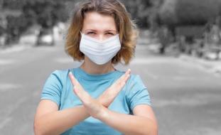 قد تزيد من العدوى- تحذيرات من استخدام الكمامة