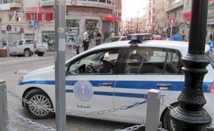 """الشرطة توقف 29 شخصاً وتغلق 52 محلاً تجارياً لمخالفة """"الطوارئ"""" برام الله"""