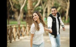 منة عرفة تحسم علاقتها بالطبيب علي غزلان
