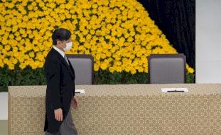 """إمبراطور اليابان يعرب عن """"ندمه الشديد"""" في الذكرى 75 لاستسلام بلاده"""