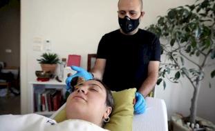 صور- مخاط الحلزون بديل للبوتوكس... الأردنيات يلجأن لعلاج تجميلي غير عادي