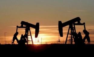 النفط يهبط بعد بيانات الاقتصاد الصيني