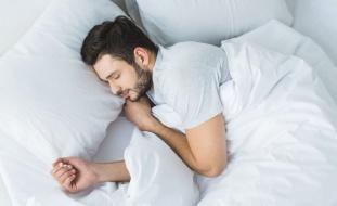 أخطاء ترتكبها دون قصد تؤثر سلباً على نومك