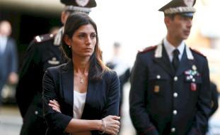عمدة روما تواجه تهديدات بتصفية عائلتها انتقاماً منها.. هدمت قصور مافيا إيطالية