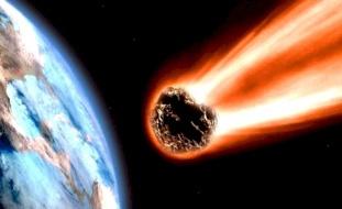 فيديو يوثق لحظة انفجار نيزك بالسماء