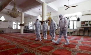 محافظ بيت لحم يغلق مسجداً بسبب فيروس كورونا