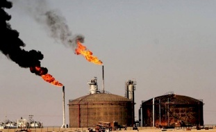 أسعار النفط تنخفض بنحو 1%