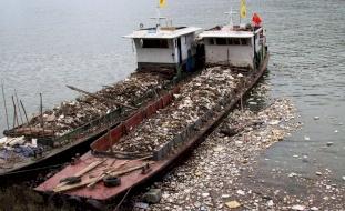 الصين تحظر كافة واردات القمامة بدءاً من العام القادم