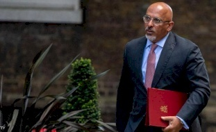 بريطانيا.. وزير من أصل عراقي مسؤول عن توزيع لقاح كورونا
