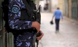 (صورة) نابلس: القبض على مواطن زوّر مخالفة للتشهير بالشرطة