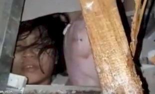 فيديو يفطر القلوب.. طفل حي تحت الأنقاض بعد زلزال مدمر