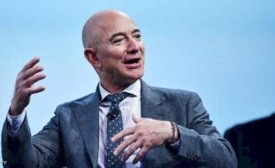 """مؤسس """"أمازون"""" يستعيد مركزه.. أغنى رجل في العالم"""