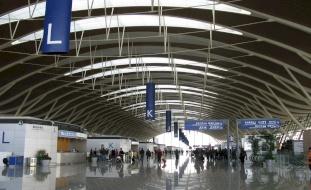 خوفاً من كورونا.. توقيف رجل اختبأ في مطار 3 أشهر!