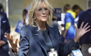 فيديو- السيدة الأولى لأمريكا تفاجئ حراس الكابيتول بسلال من الحلوى