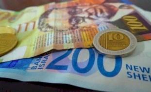 العملات تسجل انخفاضا طفيفا على سعر صرفها
