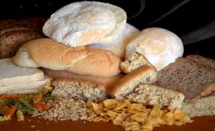 الخبز الأبيض والمعكرونة يزيدان مخاطر الإصابة بأمراض القلب