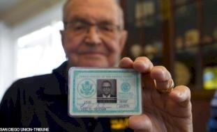 """قصة عجيبة- عثر على محفظته بعد 53 عاما من ضياعها في """"حافة الأرض""""!"""