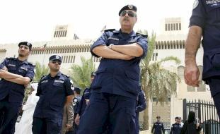 مشاجرة نسائية أمام مركز شرطة في الكويت (فيديو)