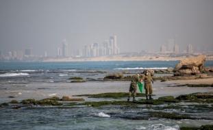 """إسرائيل تكشف هوية السفينة """"المجرمة"""" التي لوثت شواطئها"""