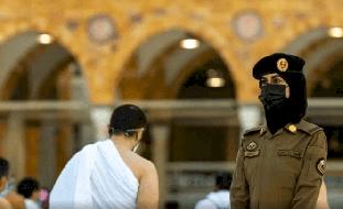إسرائيل تعلّق على ظهور شرطية سعودية بالحرم بينما يؤدي المعتمرون مناسكهم!