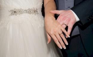 عروس تغادر مراسم الزواج بسبب فشل العريس في اختبار لجدول الضرب!
