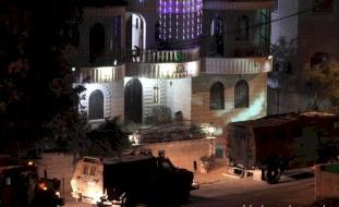 الاحتلال يقتحم منزل منفذ عملية زعترة ويأخذ قياساته