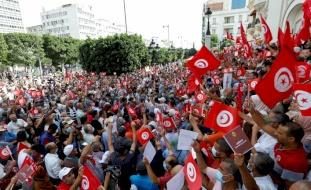 تونس.. وقفة احتجاجية على الإجراءات الاستثنائية للرئيس سعيد