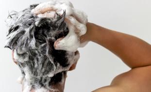 تحذير هام.. هذه المادة في الشامبو تؤدي لتساقط الشعر