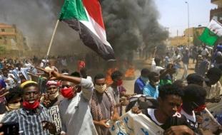 احتجاجات السودان.. 3 قتلى و80 مصابا وانسحاب أطباء من مستشفيات