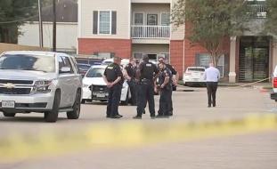 """تفاصيل مثيرة.. 3 أطفال """"متروكون"""" مع جثة شقيقهم في شقة بتكساس منذ أشهر!"""