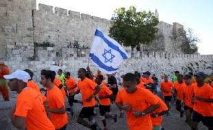 الاحتلال يغلق شوارع ويضيق على المقدسيين