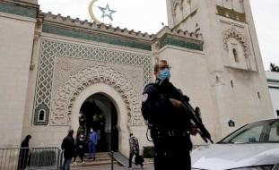 فرنسا تعتزم إغلاق 7 مساجد وجمعيات بحلول نهاية العام