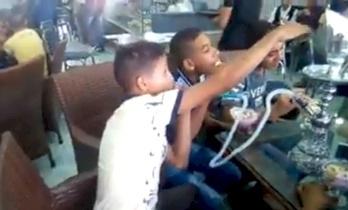 """مصر.. إحالة واقعة """"أطفال الشيشة"""" للنيابة وغلق المقهى"""