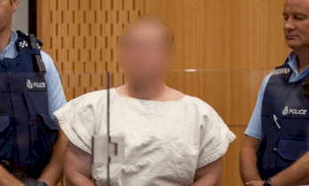نيوزيلندا تجرم حيازة أو توزيع بيان منفذ مذبحة المسجدين