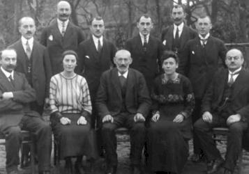 """"""" آل روتشيلد """"...عائلة يهودية تملك نصف هذا العالم"""