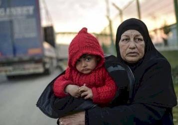 """تركيا """"تغلق أبوابها"""" بوجه اللاجئين السوريين"""