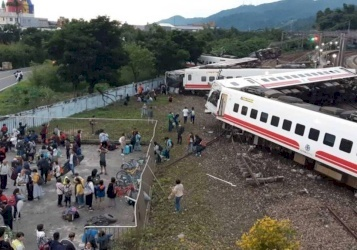 عشرات القتلى والجرحى بانقلاب قطار في تايوان