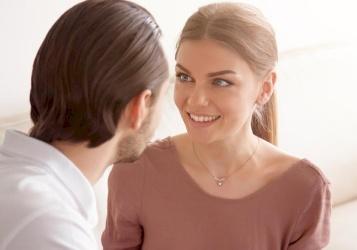 كيف تعرف أن الفتاة تحبك؟
