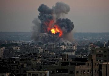 صور.. اصابات في غارة اسرائيلية وسط قطاع غزة