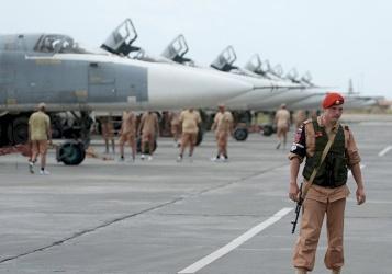 قذائف صاروخية وطائرات مسيرة نحو قاعدة حميميم
