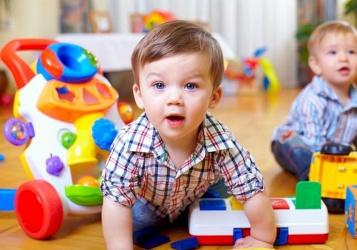 كيف أتعامل مع طفلي كثير الحركة؟